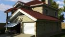 Вид дома с гаражем